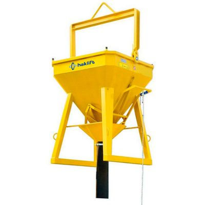 Concrete lifting buckets with rubber hose